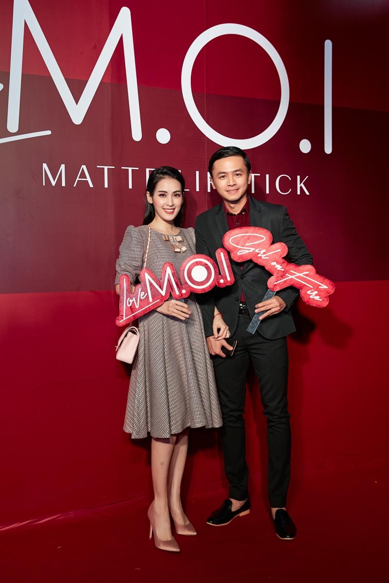 Vợ chồng diễn viên Tú Vi - Văn Anh trốn con gái đến chúc mừng Hồ Ngọc Hà.