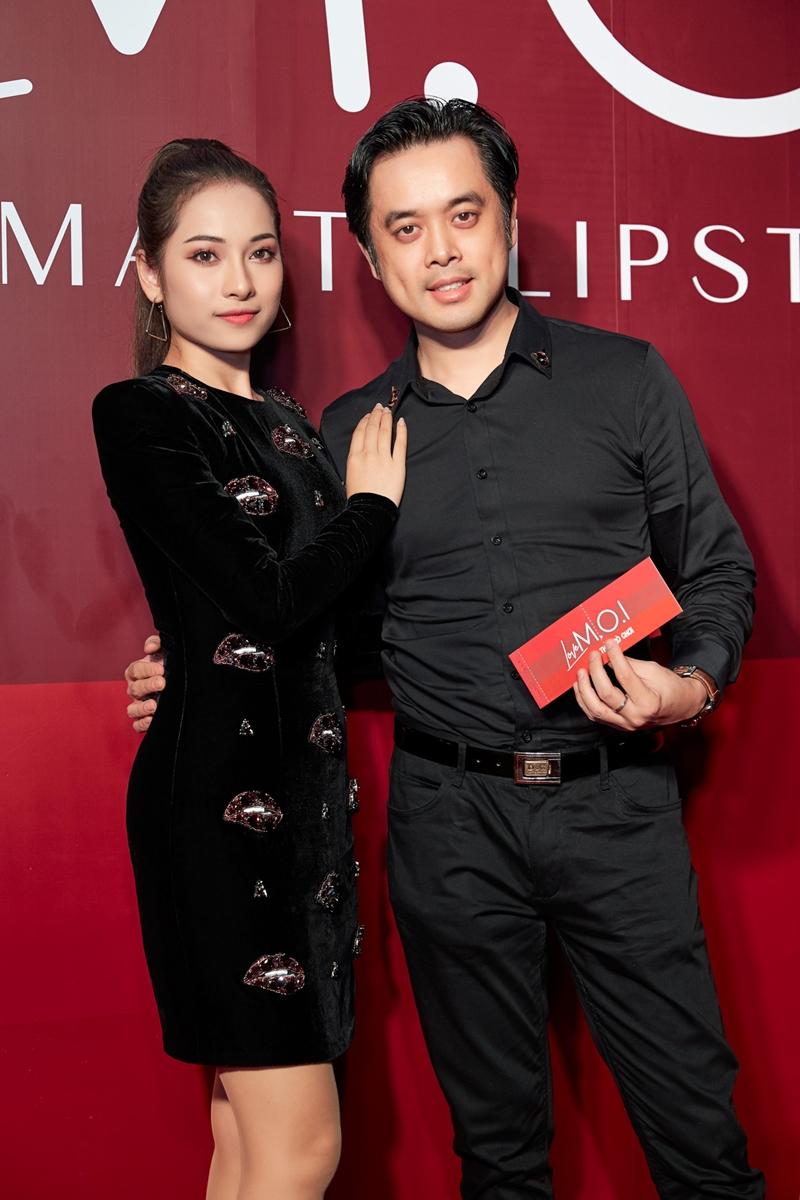 Không còn lẻ bóng trong các sự kiện, nhạc sĩ Dương Khắc Linh đến tham dự chương trình cùng bạn gái.