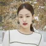 Jennie Kim mong manh tựa bông tuyết trắng, Quế Luân Mỹ trẻ trung với tóc ngắn tại show Chanel Thu Đông 2019