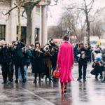 Cuộc đổ bộ đầy ngoạn mục của tông màu hồng trên đường phố Paris