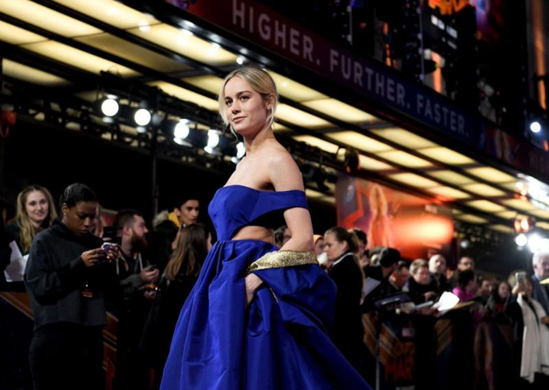 Trong thời gian gần đây, Brie Larson liên tục gây sự chú ý bởi gu thời trang thảm đỏ được nâng tầm bởi stylist Samantha McMillen, khi diện mạo của nữ diễn viên liên tục tạo ấn tượng tích cực bởi những thiết kế sành điệu giúp khoe vóc dáng nuột nà, săn chắc.