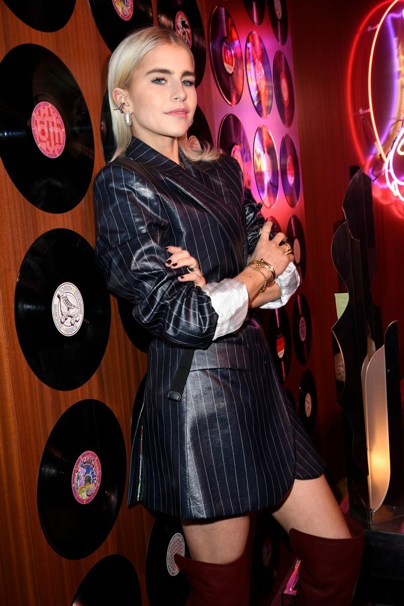 Fashionista đình đám người Đức Caroline Daur là một gương mặt quen thuộc tại Tuần lễ Thời trang Paris.