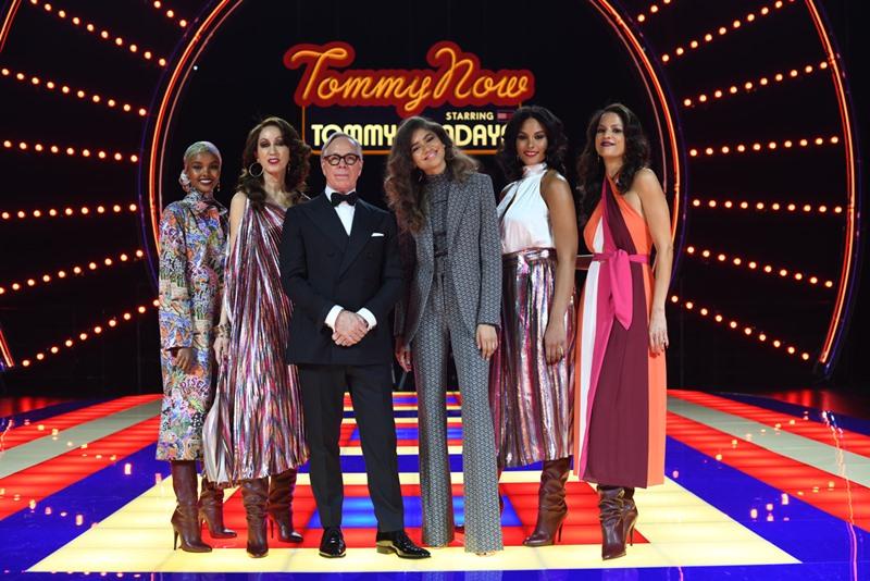 """Sau thành công với những bộ sưu tập """"see-now-buy-now"""" hợp tác cùng với Gigi Hadi, NTK Tommy Hilfiger (thứ 3 từ trái qua) tiếp tục hợp tác với một cô nàng đình đám khác là Zendaya (thứ 3 từ phải qua)."""