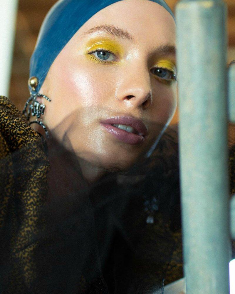 trang điểm mắt màu vàng
