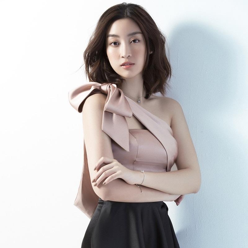 """Hoa hậu Đỗ Mỹ Linh lột xác cùng BST """"The Goddess"""" của NTK Đỗ Long"""