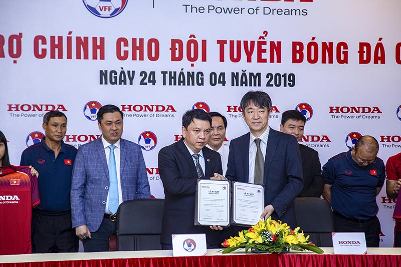 Honda Việt Nam là nhà tài trợ chính cho Đội tuyền bóng đá Quốc gia Việt Nam