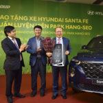 Hyundai Việt Nam trao tặng xe Santa Fe cho HLV Park Hang Seo