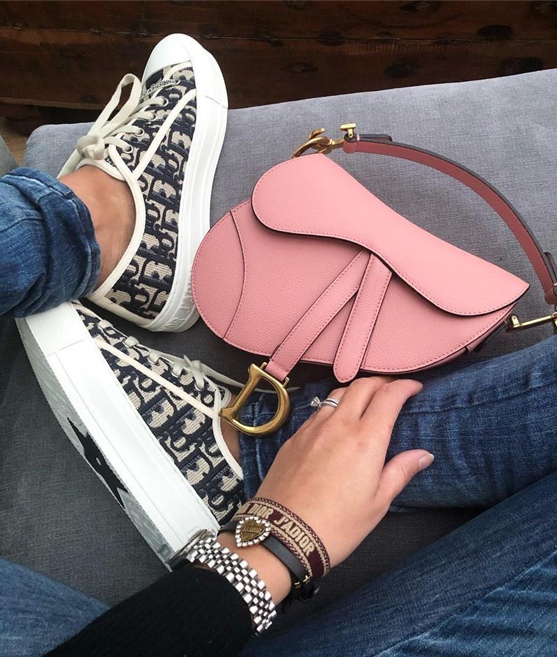 Sang chảnh với sneakers Walk'n'Dior phối đồ kiểu gì cũng hợp