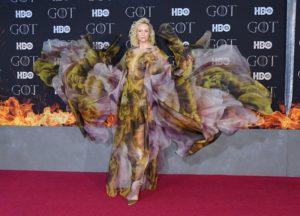 """Gwendoline Christie xuất thần trên thảm đỏ quảng bá season cuối của """"Game of Thrones"""""""