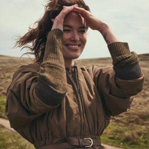 """""""Nữ hoàng Cersei Lannister"""" của """"Game Of Thrones"""": người phụ nữ cuồng hình xăm, yêu yoga, ăn chay trường, và thích để mặt mộc"""