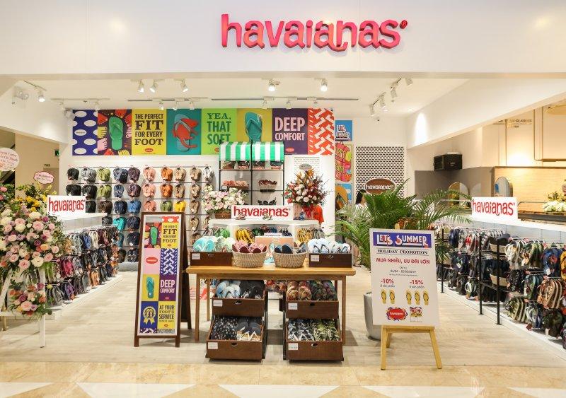 mujosh, havaianas, maison fashion, salim, hoàng ku, trang lou