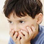 Những dấu hiệu trẻ mắc bệnh tự kỉ mà cha mẹ không nên bỏ qua