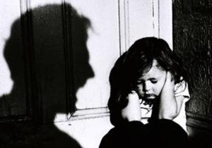 bé gái bị gã đàn ông sàm sỡ trong thang máy_Đẹp Online