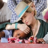 Madonna hối hận vì cho con sử dụng smartphone sớm
