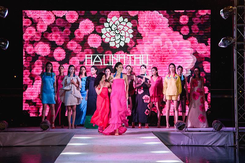 Show diễn Phượng của NTK Hà Linh Thư_Đẹp Online