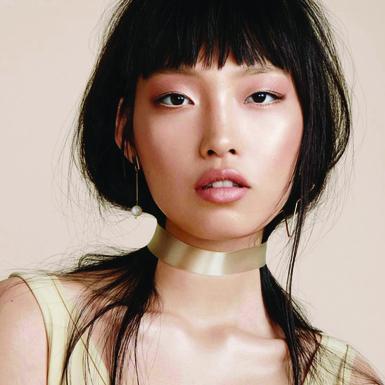 Biến hóa muôn vàn sắc son, màu mắt nhưng quan trọng nhất vẫn là làn da căng bóng