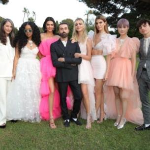 """H&M """"đánh úp"""" với BST hợp tác cùng NTK Giambattista Valli toàn váy đầm """"bung xòe"""""""