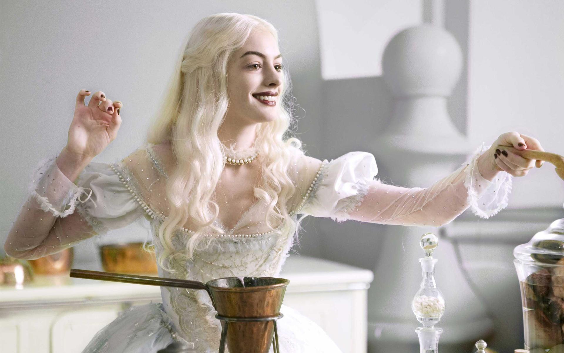 Anne Hathaway lang phi su nghiep