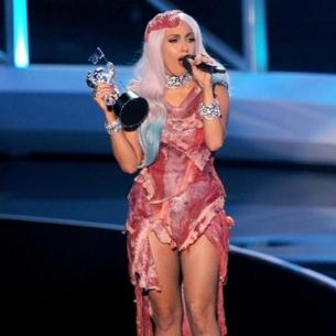 """Ngoài váy thịt tươi, triển lãm thời trang của Lady Gaga còn có gì """"hot""""?"""