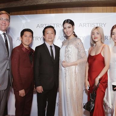 Beauty blogger Gấu Zoan, Emmi Hoàng bật mí bí quyết để có được làn da không tuổi