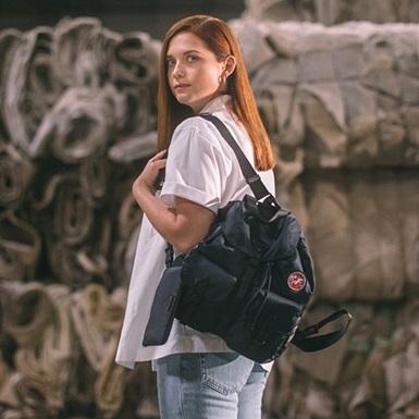"""Prada """"hồi sinh"""" rác thải nhựa thành túi xách thời trang cao cấp"""