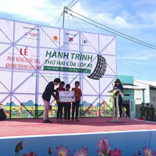 Toyota Việt Nam tặng sân chơi cho trẻ em tại Bạc Liêu