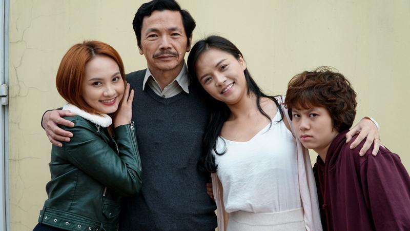 """Ông bố quốc dân"""" trong """"Về nhà đi con"""" hết lời khen ngợi 3 cô con gái Bảo  Thanh, Thu Quỳnh, Ánh Dương - Tạp chí Đẹp"""