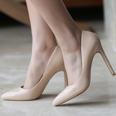 """Tuyệt chiêu """"kéo dài"""" đôi chân bằng giày nude"""