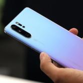 FedEx lại phải xin lỗi vì từ chối chuyển điện thoại Huawei đến Mỹ