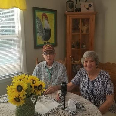 Cặp vợ chồng già bên nhau 71 năm, qua đời cách nhau 12 tiếng: tình yêu này chỉ có cái chết mới có thể chia lìa