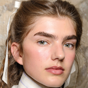 """Không chỉ có kẹp tóc, nơ cũng tăng độ lung linh cho bức ảnh """"sống ảo"""" của mọi cô nàng"""