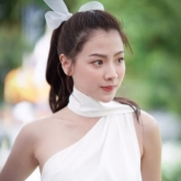 """Chi Pu diện đồ cực """"gắt"""" trong MV mới, bất chấp đụng hàng mỹ nhân """"Chiếc lá cuốn bay"""" Baifern Pimchanok"""