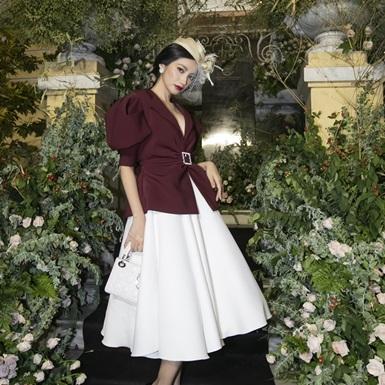 """Dàn mỹ nhân Việt xúng xính váy áo tại thảm đỏ triển lãm thời trang """"Beauty of Yesterday"""""""