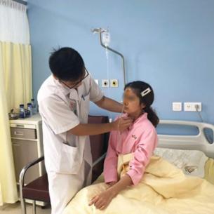 Bệnh nhân nữ bị hóc miếng thịt bò 3 ngày trong thực quản