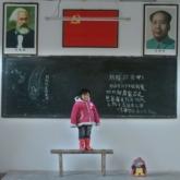 Bộ ảnh về thế hệ trẻ em bị lãng quên ở Trung Quốc và hồi chuông cảnh báo đau lòng về giá trị gia đình