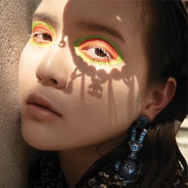 Mơ màng dưới trời Thu ở Paris với sự hòa quyện giữa thời trang và nghệ thuật điêu khắc