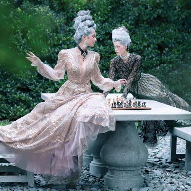 Đắm chìm trong cuộc sống vương giả muôn màu xa hoa của những cô nàng quý tộc
