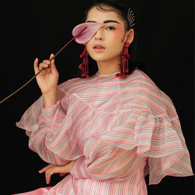 Tôn vinh đường nét khuôn mặt Á Đông với lối trang điểm đậm tính hội họa