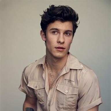 """""""Hoàng tử pop"""" Shawn Mendes: """"Trai ngoan"""" từ những bản tình ca cho đến đời thực"""
