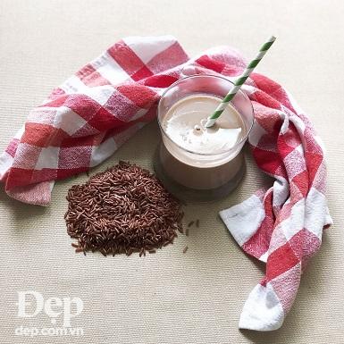 Khơi dậy tinh thần buổi sáng với ly sữa gạo lứt thơm ngon