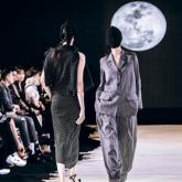 Chi Pu buộc khăn làm áo, Thanh Hằng mix hàng hiệu đỉnh cao, dẫn đầu street style sao Việt tuần qua