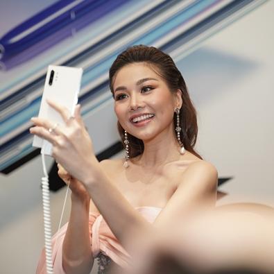 Bất ngờ với loạt ảnh Thanh Hằng, Quang Vinh tự selfie