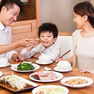 Lây nhiễm vi khuẩn HP trong gia đình khiến trẻ dễ mắc bệnh dạ dày sớm