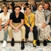 Đại gia đình Beckham chao đảo show diễn của mẹ Victoria, Harper hóa công chúa nhỏ trong lòng bố David