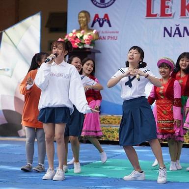 Kaity Nguyễn và hội bạn thân cùng trở về thời áo trắng