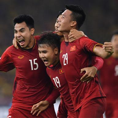 """Việt Nam và Thái Lan """"hâm nóng"""" trận chiến tại vòng loại World Cup"""