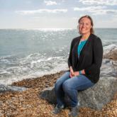 """Sarah Thomas, """"kình ngư"""" mang căn bệnh ung thư vú ác tính chinh phục hành trình bơi 4 chặng eo biển Anh"""