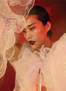 Chiêm ngưỡng vẻ nữ tính vượt qua những rào cản, lối mòn từ những sáng tạo của các NTK Việt Nam