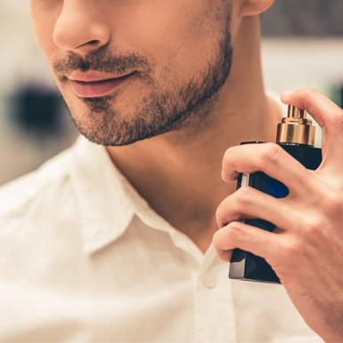 Mượn mùi hương giấu trong ngực áo chàng