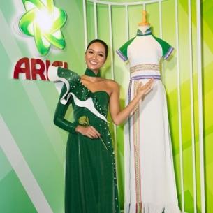 Hoa hậu H'Hen Niê tôn vinh tà áo dài Việt